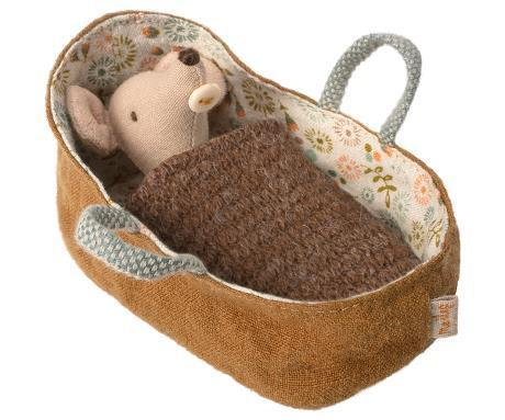 MAILEG Baby Maus mouse in carrycot